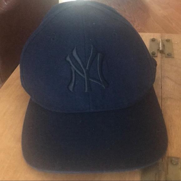 DARK NAVY BLUE NY YANKEES CAP. M 5b4109cd61974542b6e1ace0 2bd97db2f